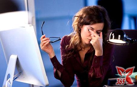 Làm việc máy tính nhiều cũng có thể gây nên bệnh rối loạn thần kinh thực vật